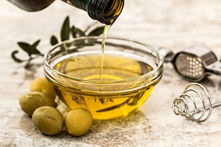 eating for hormone balance olives olive oil