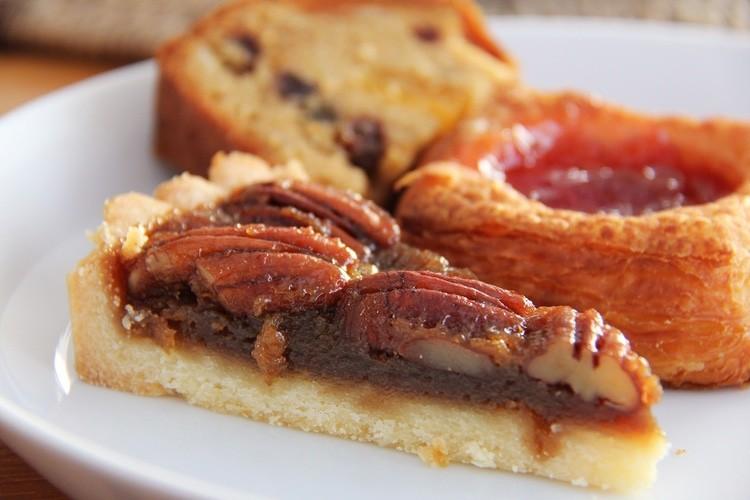 25 Waistline-friendly, Healthy Thanksgiving Dessert Recipes