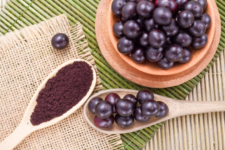 ingredients for a green smoothie bowl acai powder
