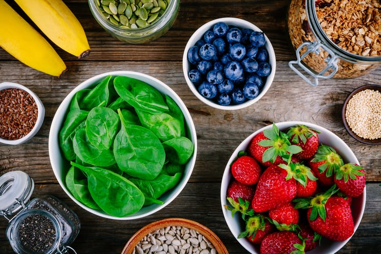 ingredients for a green smoothie bowl