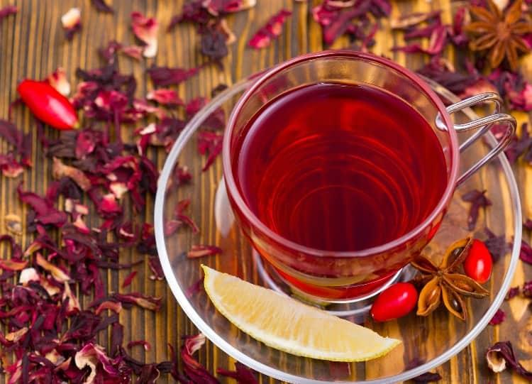 tea with lemon wedge