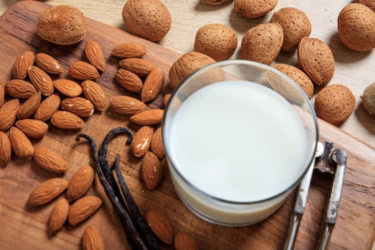 almond milk for clean eating