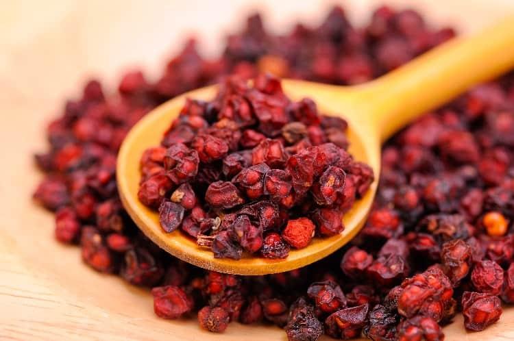 adaptogenic herbs that help reduce estrogen schisandra