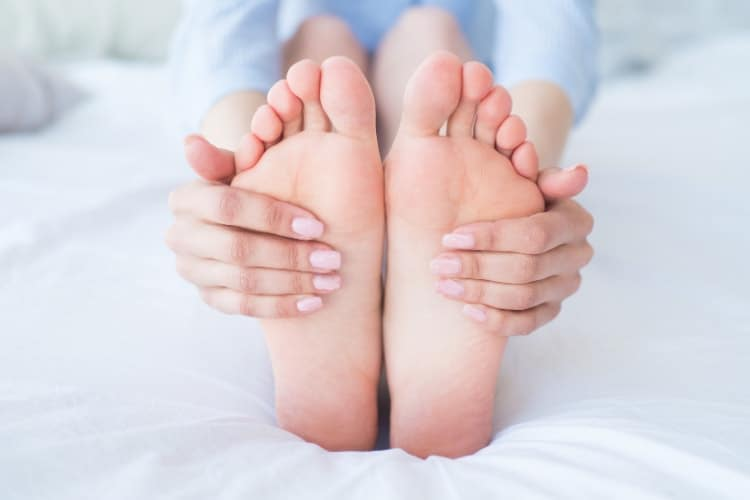 where to apply hormone balancing essential oils bottom of feet